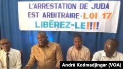 Mobilisation des journalistes pour demander la libération d'Allahodoum Judas à N'Djamena, Tchad, le 6 novembre 2017. (VOA/André Kodmadjingar)