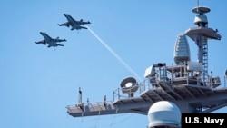 """美国海军2017年2月21日在南中国海巡航""""(美国海军照片)"""