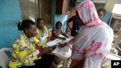 Komisi Pemilu Independen Nigeria melakukan latihan simulasi pemilu di Lagos (foto: dok).