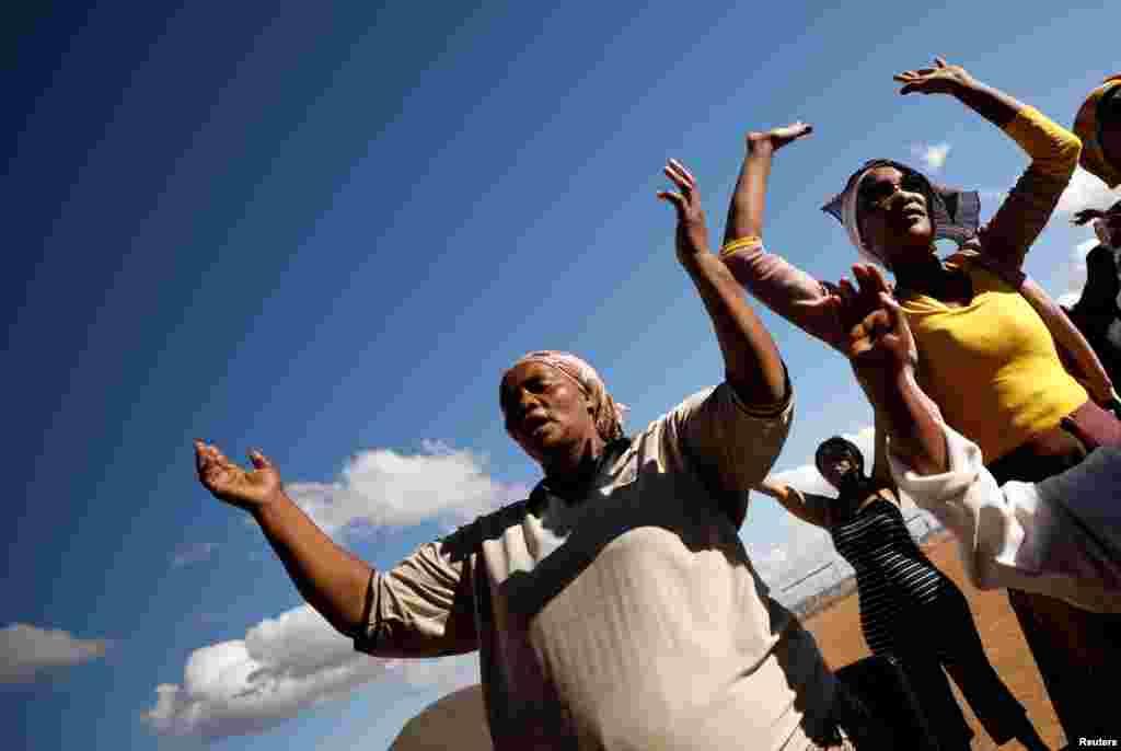 جنوبی افریقہ کے خشک سالی سے متاثرہ علاقوں میں بارش کے لیے خصوصی عبادات بھی کی جاتی ہیں۔