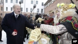 Belarusian President Alexander Lukashenko visits Mir Castle Complex in Grodno region, 16 Dec 2010