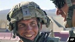 美國陸軍士兵羅伯特.貝爾斯。