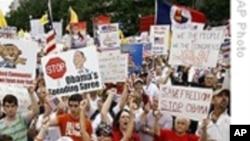 数以万计美国人华盛顿集会抗议政府大举支出