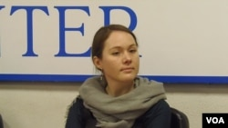 人权人士格尔布诺娃(美国之音白桦拍摄)
