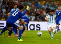 Argentina's Lionel Messi (R) scores a goal during the 2014 World Cup Group F soccer match against Bosnia and Herzegovina at the Maracana stadium in Rio de Janeiro June 15, 2014.