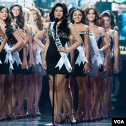 Qory Sandioriva, Putri Indonesia 2010, dalam sebuah acara awal Miss Universe.