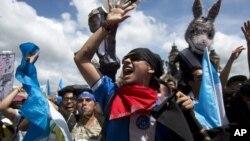 Los guatemaltecos manifestaron el jueves, 20 de septiembre de 2018 para exigir al presidente que mantenga a la Comisión Internacional Contra la Impunidad en Guatemala (CICIG).