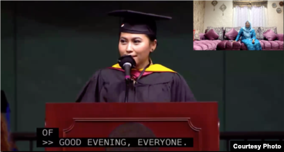 Ibu Armaya Doremi, Umi Kalsum, turut menyimak pidato puterinya secara virtual dari Indonesia (dok: ZOOM/Armaya Doremi)