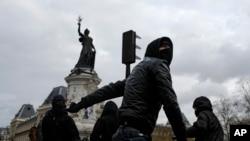 Protesta në Paris para fillimit të konferencës mbi ndryshimet klimatike