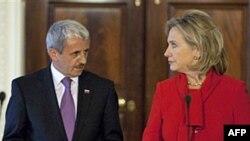 Государственный секретарь США Хиллари Клинтон и министр иностранных дел Словакии Микулаш Дзуринда.