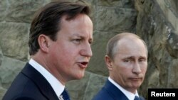 Britain's Prime Minister David Cameron and Russian President Vladimir Putin (R) speak to media after their meeting at the Bocharov Ruchei state residence in Sochi, May 10, 2013.