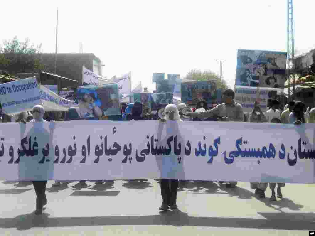 تظاهرات ضد پاکستان توسط هواداران یک حزب سیاسی در ننگرهار