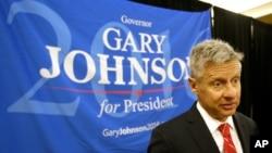 Kandidat presiden AS dari Partai Libertarian, Gary Johnson, berbicara dengan para pendukungnya di Orlando, Florida (27/5). (AP/John Raoux)