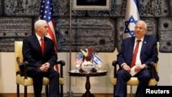 El vicepresidente de EE.UU., Mike Pence (izquierda) se reunió con el presidente israelí, Reuven Rivlin, en la residencia del mandatario en Jerusalén el martes, 23 de enero de 2018.
