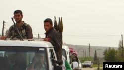 Free Syrian Army fighters head toward the frontline in a convoy, where clashes with forces loyal to Syria's President Bashar al-Assad are taking place, in Idlib, April 3, 2013.