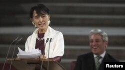 缅甸民主运动的领袖昂山素季6月21日在英国议会发表演讲