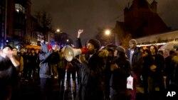 Ngườ biểu tình chặn một ngã tư ở trung tâm thủ đô Washington trong một cuộc biểu tình, ngày 6 tháng 12, 2014.