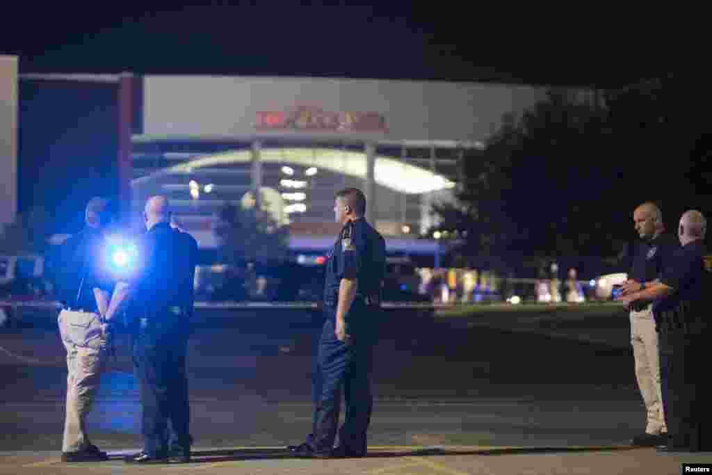 حملے کے بعد دیگر سینما گھروں میں پولیس تعینات کر دی گئی۔