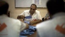 Prebrojavanje glasova na jednom biračkom mestu u Tripoliju
