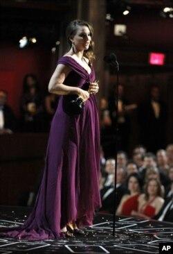 L'actrice Natalie Portman a reçu l'Oscar de la meilleure actrice pour son rôle dans « Black Swan ». (AP Photo/Chris Carlson)