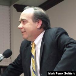 Bağımsız gazeteci-yazar Mark Perry