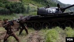 ທະຫານເກົາຫລີເໜືອ ທໍາການຊ້ອມລົບ ເປັນຂີດໝາຍຄົບຮອບ 59 ປີ ຂອງວັນສະງົບເສິກເກົາຫລີຊົ່ວຄາວ ຫລື Armistice Day, ວັນທີ 27 ລະກົດ 2012.