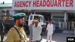 Polisi Pakistan siaga di kota Parachinar, kawasan Kuram dekat perbatasan Afghanistan (foto: dok).