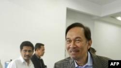 Lãnh tụ đối lập Malaysia Anwar Ibrahim nói chuyện với các ủng hộ viên ở Kuala Lumpur, ngày 3/1/2012