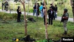 13일 태국 남부 나라티와트의 군기지에서 사망한 무장반군들.