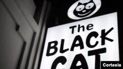 El diario Los Ángeles Times informó que Miembros de la policía de Los Ángeles asistirán al acto del Black Cat como símbolo de los cambios y la mejoría de la situación de los homosexuales en las últimas décadas.