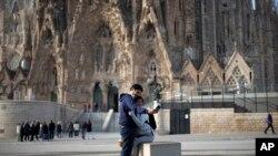 西班牙巴塞羅那的聖加堂3月13日開始關閉,防範新冠病毒的傳播。