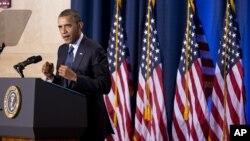 Барак Обама на выступлении в Национальном университете обороны. Вашингтон, округ Колумбия. 3 декабря 2012 года
