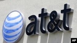 La adquisición de Time Warner por parte de AT&T , autorizada por un juez de distrito de EE.UU. podría generar una hola de fusiones similares en las industrias de telecomunicaciones y medios, así como abrir el camino a futuras fusiones verticales donde una compañía compra a su proveedor.
