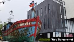 Tư liệu: Tàu cá ĐNa 90152TS bị Trung Quốc đâm chìm ngày 29/5/2019, được trưng tại Nhà Trưng bày Hoàng Sa ở Đà Nẵng. Photo Báo Đà Nẵng.