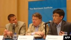 Эрик МакГлинчи, Скотт Хортон и Шаирбек Джураев (слева направо)