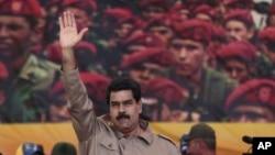 """Venezuela UnrestEl presidente Maduro entregó el nuevo rumbo del socialismo venezolano al cubano Orlando Borrego, ex asesor del """"Che"""" Guevara."""