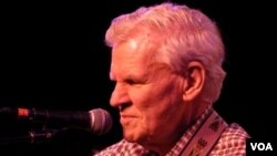 Doc Watson at MerleFest in 2007 (VOA/Katherine Cole)