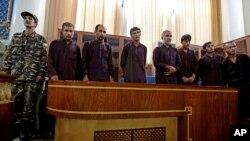 Подозреваемые в групповом изнасиловании в зале суда. Кабул, Афганистан (архивное фото)