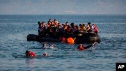 مهاجرین افغان و سوری در نزدیکی سواحل یونان