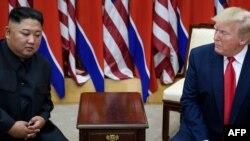 도널드 트럼프 미국 대통령과 김정은 북한 국무위원장이 지난해 6월 판문점에서 회동했다.