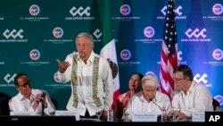El presidente mexicano Andrés Manuel López Obrador habla durante la reunión bianual del Consejo Coordinador Empresarial con Estados Unidos en Mérida, México, el viernes 12 de abril de 2019.