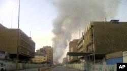 爆炸現場冒出濃煙。