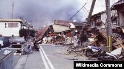 The 1995 Kobe earthquake, aka Great Hanjin-Awaji Earthquake, caused massive damage, which was compounded by uncontrolled fires. (Masahiko Ohkubo/Creative Commons)