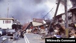 1995 Kobe Depremi, elektrik ve suyu devre dışı bıraktı, anayollar ve demiryolları çöktü (Masahiko Ohkubo/Creative Commons)