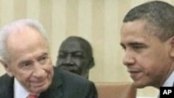 Presidents Barack Obama (r) and Shimon Peres meeting at the White House in April, 2011