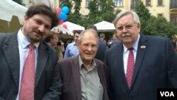 Сергей Ковалев (в середине) и Джон Теффт (справа)