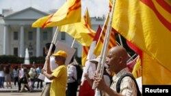 在美國的越南裔民眾在白宮前舉行抗議活動,要求華盛頓施壓,促使河內改善人權狀況。