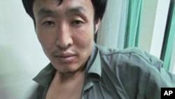 辽宁5岁疫苗受害儿童杨昕昊的父亲杨玉奎在于北京儿童医院的交涉中受伤
