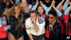 Beyoncé, Coldplay singer Chris Martin, and Bruno Mars perform during halftime of the NFL Super Bowl 50 football game in Santa Clara, Calif., Feb. 7, 2016.
