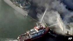 """Vatrogasci gase požar u skladištu u """"Ribarskom pristaništu"""" 23. maja 2020."""